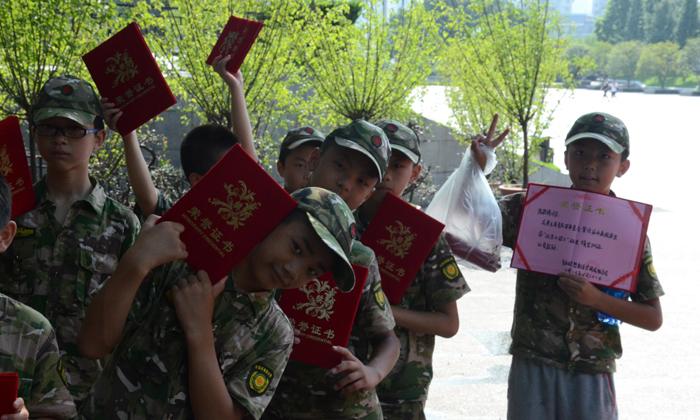 重庆军训夏令营是重庆皓哲教育咨询有限公司旗下的冬夏令营品牌,已