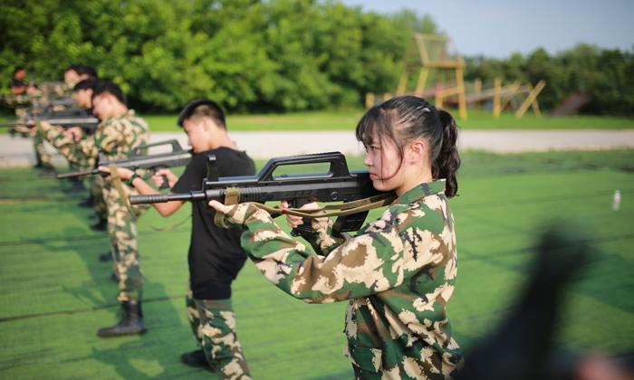 适合青春期孩子参加的军事夏令营
