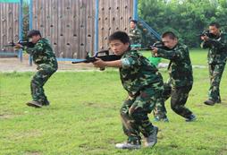 北京特种兵夏令营培养营员军人品质!