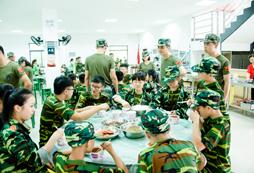 8岁男孩自己参加军事夏令营有什么要注意的?