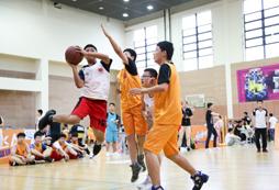 参加2021暑假青少年篮球夏令营赛出友谊!